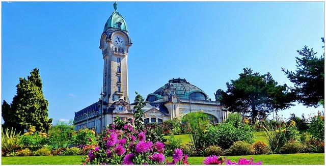 França – Limoges - Esta é a principal estação ferroviária de Limoges e é uma notável e portentosa obra arquitetónica de grande beleza que encanta qualquer apaixonado pela arquitetura. Além disso, também tem uma história que vale a pena conhecer.