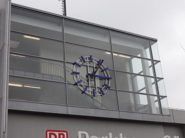 2003/06 Berlin Bahnhofsuhr Bahnhof Südkreuz von Max Dudler Sachsendamm/General-Pape-Straße 1 in 12101 Schöneberg