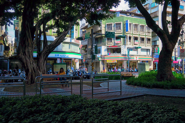 Beautiful afternoon city park scene at 師大公園 Shida Park, by 師大夜市 Shida Night Market in Taipei