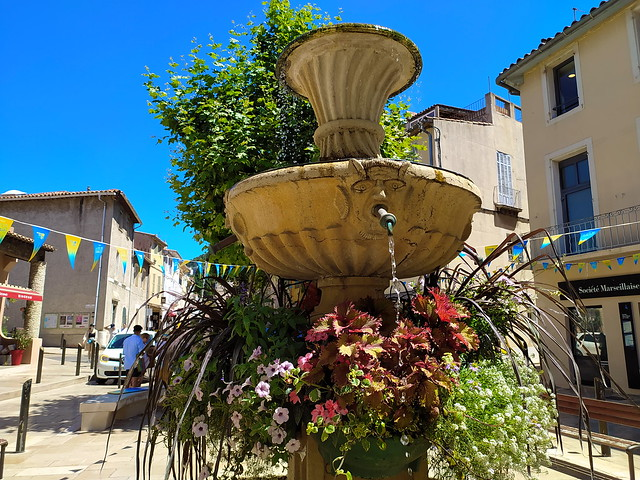 262 - Marseille en Juin 2021 - Cassis, la Fontaine avenue Victor Hugo