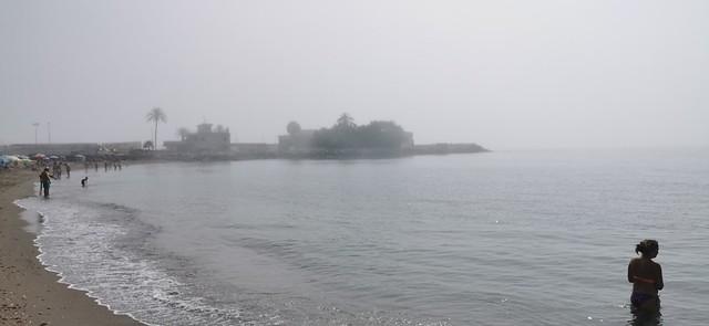 Fuengirola playa y al fondo puerto al amanecer