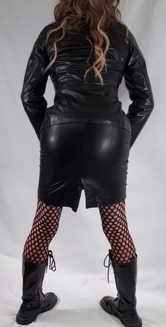 My NBL leather skirt, jacket and bebe top 😘