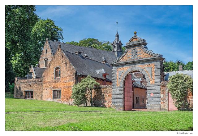 Chapelle attenante et château du Prince de Mérode