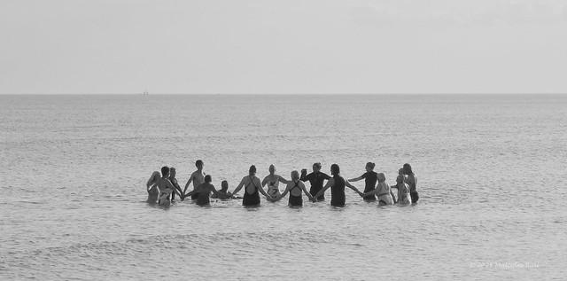 Circle in the Sea