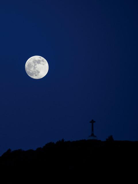 Luna sobre Olarizu