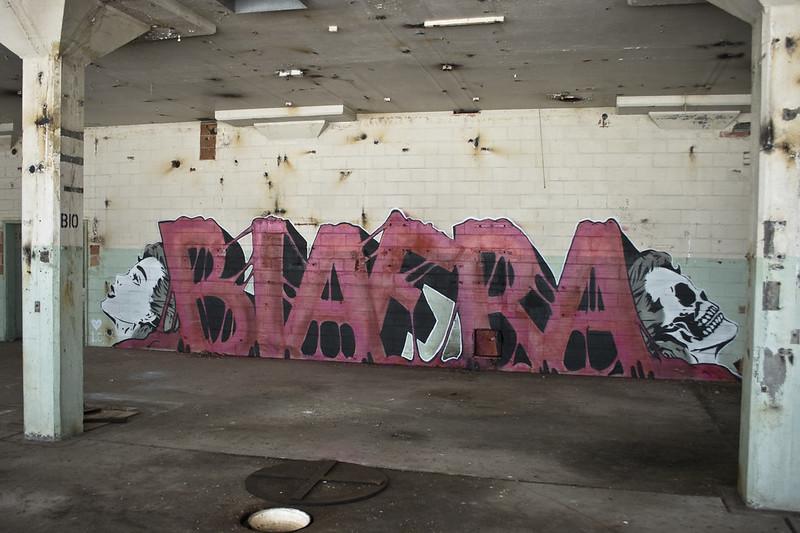 pink_red_abandoned_face_k_skull_for_graffiti-530835
