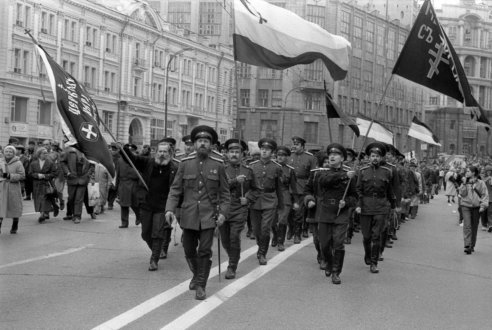 1995. Казачки на Тверской