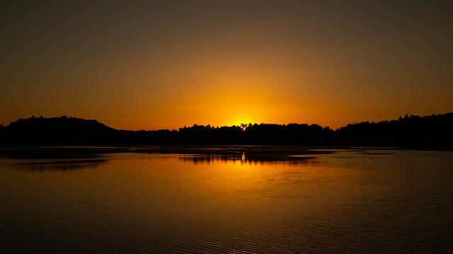 Coucher de soleil Lac du Pêcher (Cantal)
