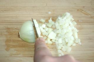 01 - Dice onion / Zwiebel-würfeln