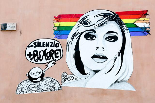 """""""Meno silenzio, più rumore"""" Raffaella Carrà omaggio 'rainbow' nella Gay Street (via San Giovanni in Laterno) di Roma - street artist Mr. Churro"""