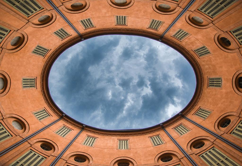 Ferrara; Nubi minacciose sovrastano la Rotonda Foschini