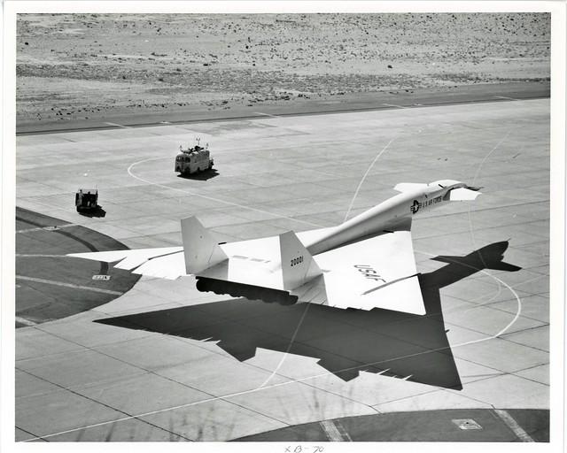 XB70_v_bw_o_n (orig. 1966 AFFTC, EAFB photo, no. 4485-66)