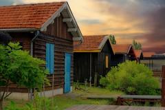 Cabanes de pêcheurs au soleil couchant
