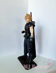 Play Arts Kai Final Fantasy 7 Remake: Version 2 Cloud Figure