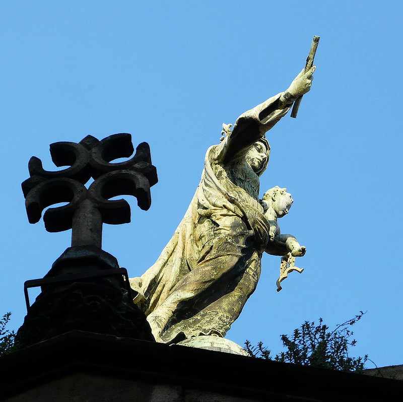 1024px-Basílica_de_la_Mercè_-_mare_de_Déu_i_façana_gòtica
