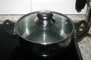 20 - Bring water to a boil / Wasser zum kochen bringen
