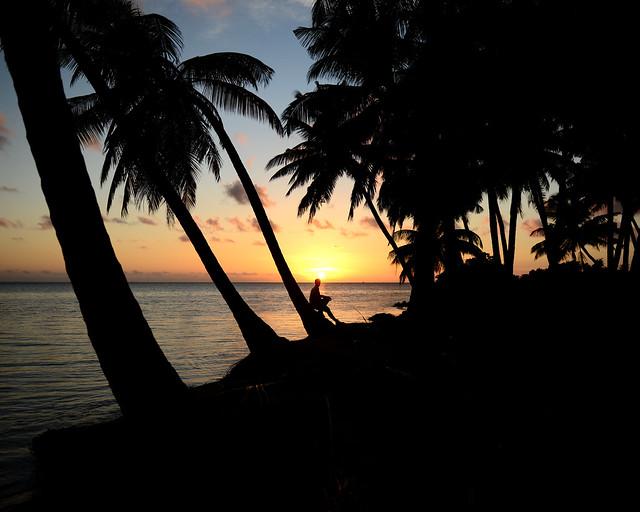 Atardecer en la isla de Nilandhoo, en Maldivas, junto al alojamiento más barato de Maldivas, Pearl Beach View