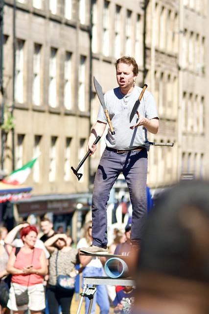 Street performers return to edinburgh