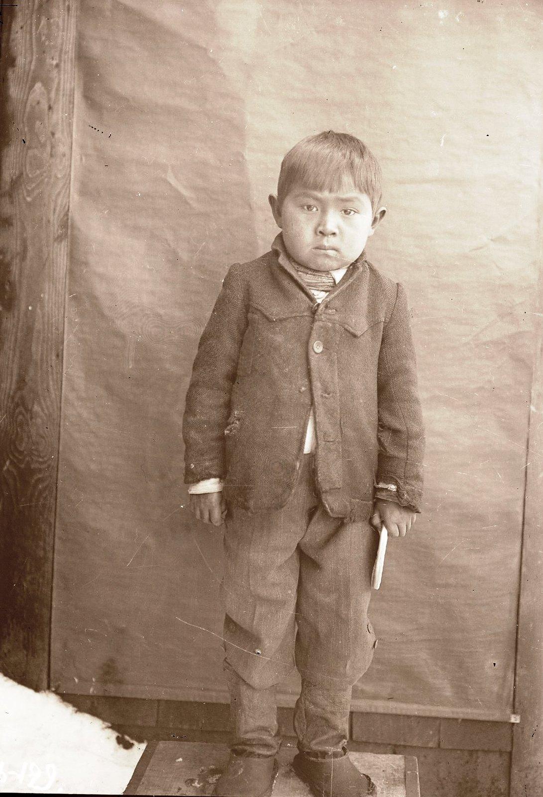 1909. 8 апреля. Алексей Черкашин 4-5 лет. Алеутские острова, Умнак остров