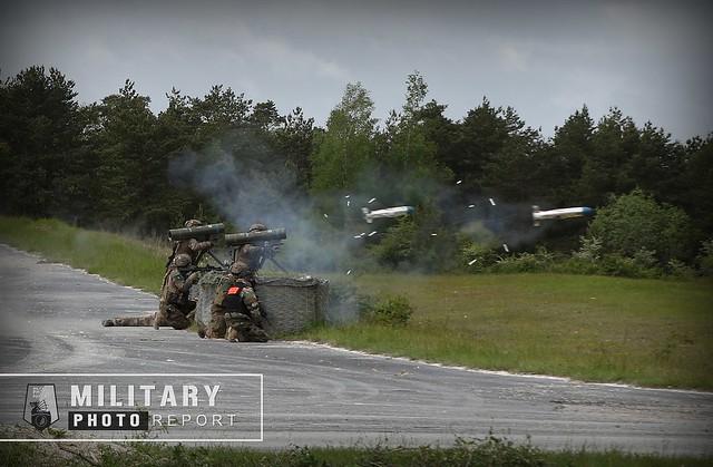 Séquence de tir de l'arme Anti-Char de Courte Porté (ACCP) ERYX.