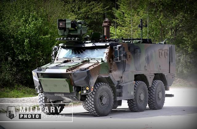 GRIFFON en version VTT (véhicule transport de troupe) équipé d'un tourelleau téléopéré.