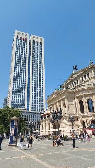 Rücke vor bis zum Opernplatz