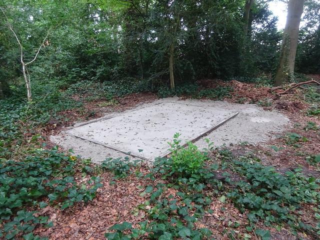 nieuw fundament bijenkasten op kinderboerderij Laag Buurlo Apeldoorn