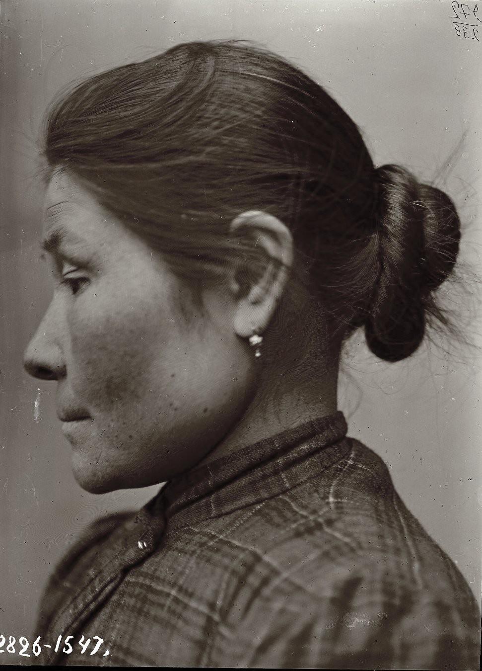 1909. Март - апрель. Аграфена Суворова (профиль). Алеутские острова, Умнак остров
