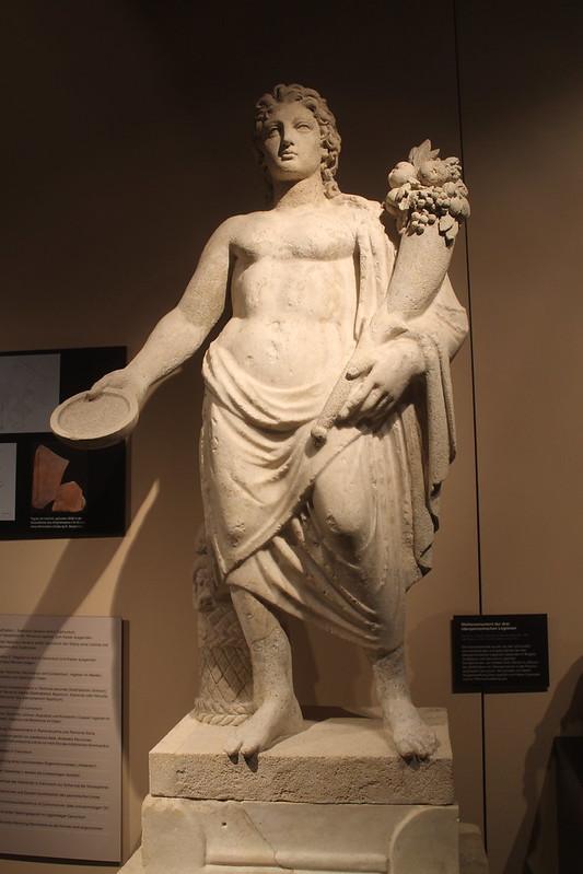 Statue of a Genius