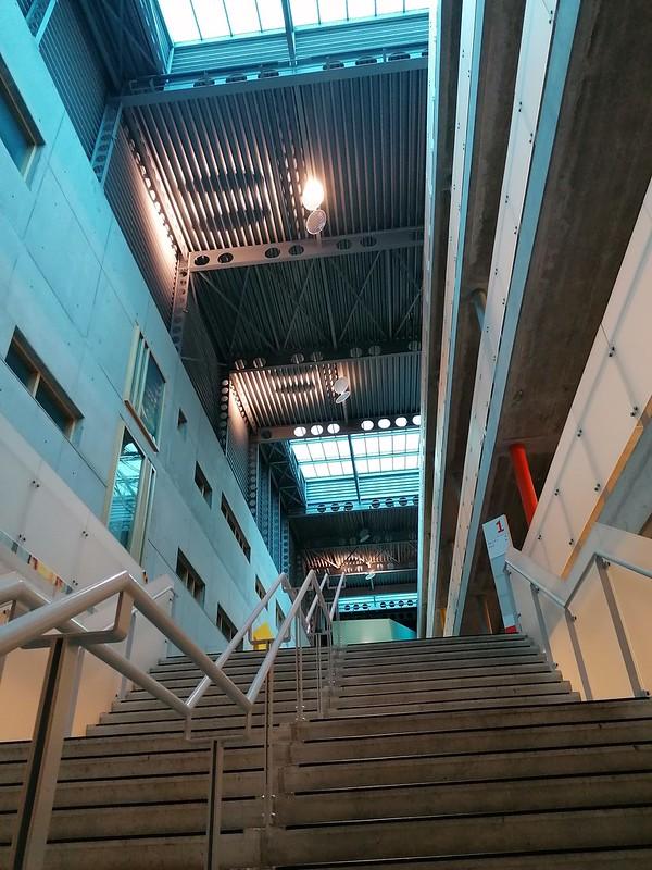 Escaleras interiores Vives University College