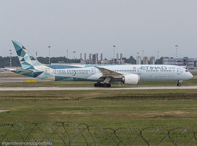 A6-BMH Etihad Airways Boeing 787-10 Dreamliner Greenliner