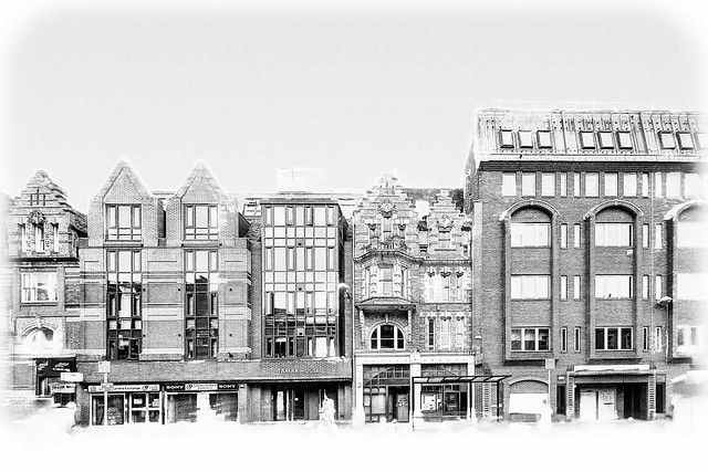 Reading facades in extreme BW