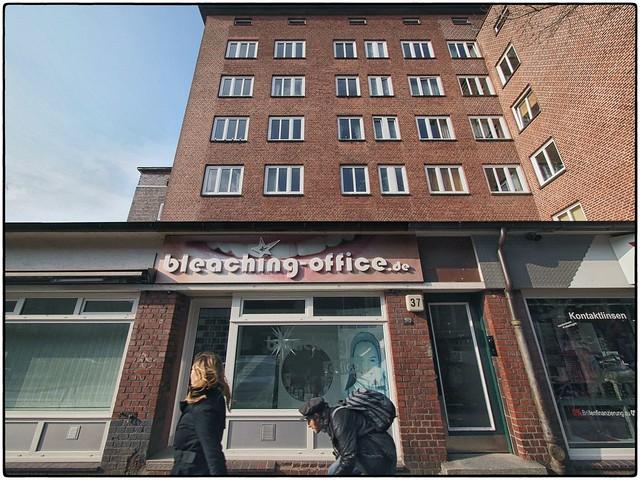 Schmidtchen Schleicher vor'm bleaching-office