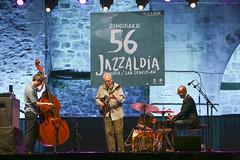 Bill Frisell Trio© lolo vasco_ Trinitate Plaza Keler_56 Jazzaldia001