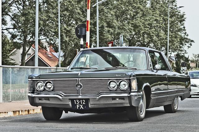 Imperial Crown Hardtop Sedan 1968 (3791)
