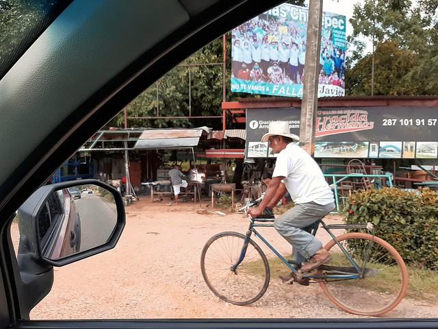 Sombrero en bici