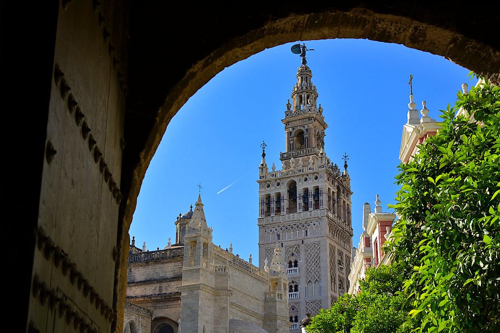 Sevilla. La Giralda desde el Patio de Banderas
