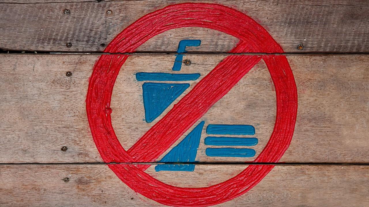 Sign indicating no junk food