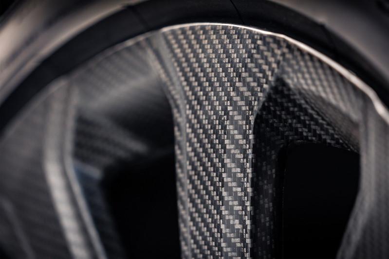 Bentley-Bentayga-Carbon-Fiber-Wheel (5)