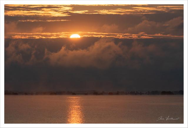 Le soleil se lève sur le lac du Der-Chantecoq