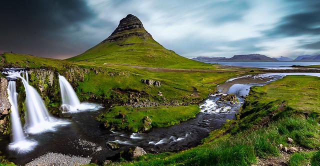 Kirkjufellsfoss waterfall (Iceland)
