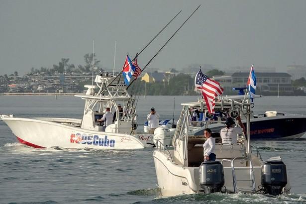 La flota regresa a Miami tras disparar fuegos artificiales cerca de Cuba