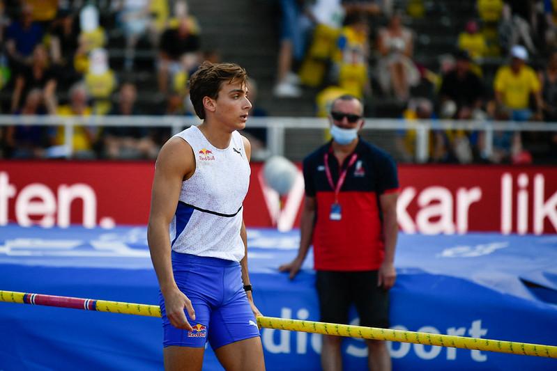 21歲的世界撐竿跳紀錄的保持者瑞典名將Armand Duplantis將在東京奧運爭金牌,圖為今年7月在斯德哥爾摩出賽的資料照。【AFP授權】