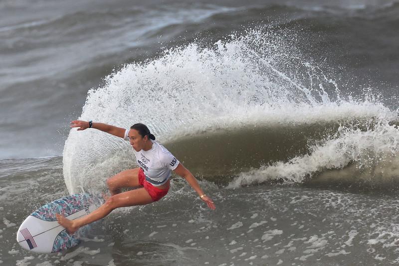 美國選手Carissa Moore成為史上第一位奧運女子衝浪金牌選手。【AFP授權】