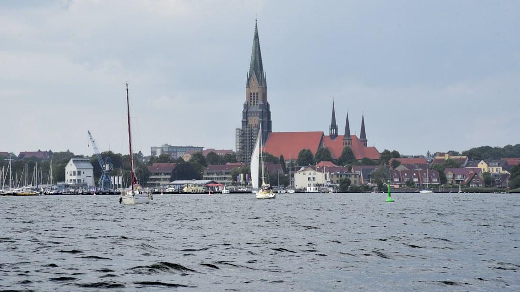 Blick von der Schlei auf Schleswig mit dem Dom (11b)