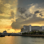 11. Aprill 2017 - 12:38 - An early dramatic sunset over HarbourFront and VivoCity in Singapore.