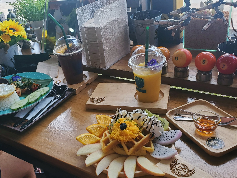 Garage Life Koh Samui cafe