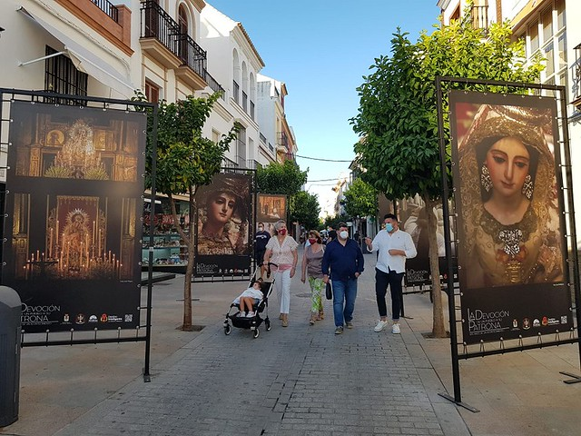 Visita exposición fotográfica al aire libre en Los Palacios y Villafranca