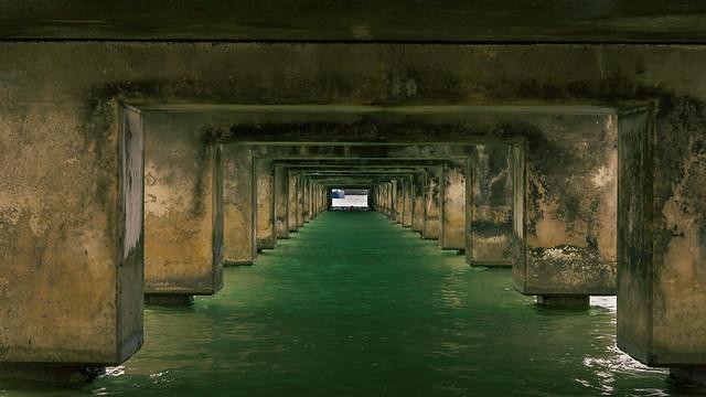 Under the pier at Hanalei Bay (I)