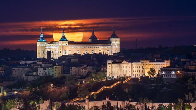 Luna llena sobre el Alcázar